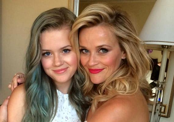 A fenti fotó tanúsága szerint Ava Phillippe anyja, Reese Witherspoon pontos másolata. A színésznőnek 1999-ben született lányán kívül két fia is van: a 12 éves Deacon és második házasságából született Tennessee.
