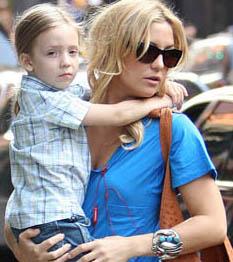 Ryder anyukája Kate Hudson