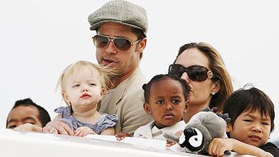 A Jolie-Pitt család, az ikrek nélkül