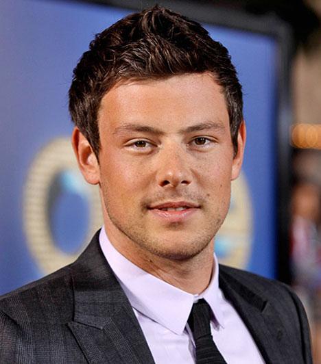 Cory MonteithA Glee című sorozat egyik főszereplőjét, a Finn Hudsont alakító 31 éves színészt július 13-án éjszaka holtan találták a vancouveri Fairmount Pacific Rim Hotelben, ahol korábban szobát vett ki. Heroin és alkohol toxikus kombinációja lett a végzete.Kapcsolódó cikk:Meghalt a Glee 31 éves sztárja »