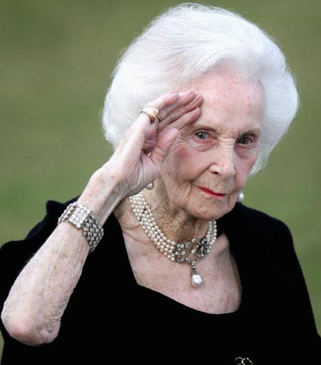 Lilian svéd hercegnőMárcius 10-én gyászba borult a stockholmi királyi udvar, ugyanis 97 éves korában elhunyt XVI. Károly Gusztáv svéd király nagynénje. A király nagybátyjával, Bertil herceggel több mint 30 évig élt együtt anélkül, hogy összeházasodtak volna, csak azért, mert nem kapták meg a királyi áldást.Kapcsolódó cikk:Véget ért az 50 évig tartó tündérmese »