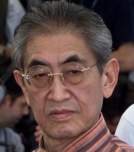 Nagisa OshimaA világhírű japán rendező, akinek egyik legismertebb filmje Az érzékek birodalma, január 15-én váratlanul hunyt el. Az erőteljes szexuális töltetű alkotásairól híres filmest 80 éves korában tüdőgyulladás vitte el.Kapcsolódó cikk:Elhunyt a világhírű japán rendező »