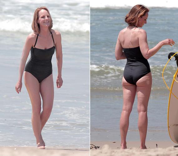 Helen Hunt ugyan az egyrészesre szavazott strandolás közben, de így is látszik formás alakja, pedig az Oscar-díjas színésznő - a Lesz ez még így se! főszerepéért kapta - ő is ma ünnepli a születésnapját, 52 éves lett. Már 40 éves volt, amikor mesterséges megtermékenyítéssel teherbe esett, kislánya 2004-ben jött világra.
