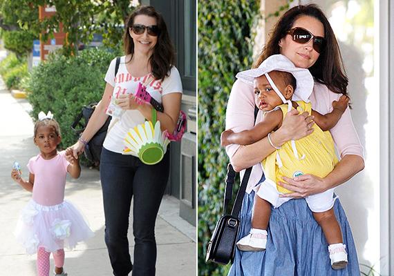 Mintha csak a Szex és New York forgatókönyvét utánozná az élet, Kristin Davisnek - sorozatbeli szerepéhez hasonlóan - nem sikerült természetes módon anyává válnia. A színésznő ezért 2011-ben az adoptálás mellett döntött, a kislány a Gemma Rose Davis nevet kapta.