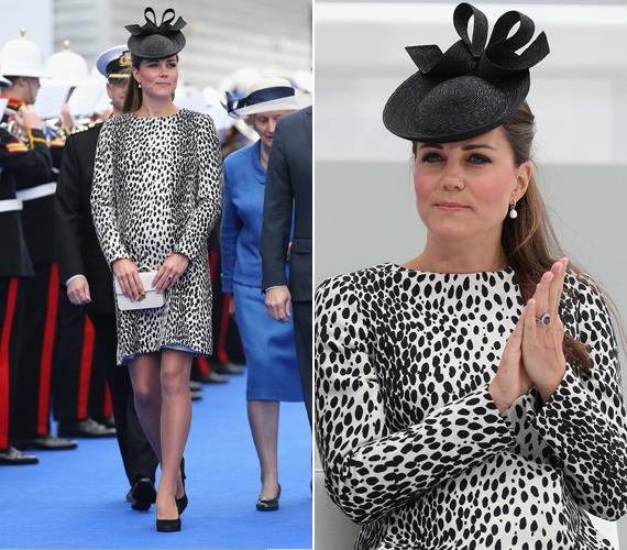 Katalin hercegnő még a kis György herceggel volt várandós 2013-ban, amikor először megjelent ebben a fekete-fehér párducmintás ruhában, amikor ellátogatott Southamptonba, idén pedig a Turner galériában viselte ugyanezt a ruhát, 2015 márciusában.