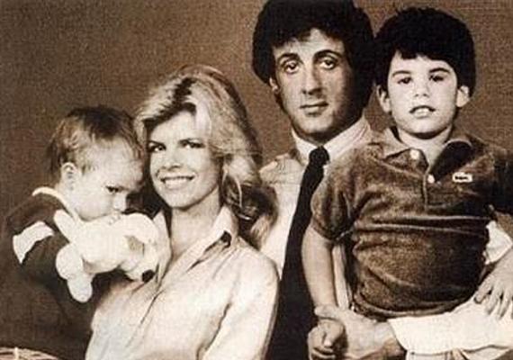 A 68 éves Sylvester Stallonénak két fia született előző feleségétől, kisebbik fiát hároméves korában, 1985-ben diagnosztizálták autizmussal. Ebből is kifolyólag a fiúról nem nagyon látni képeket, nem kedveli a nyilvános eseményeket. A színész nagyobbik fia, Sage 2012-ben szívrohamot kapott, és meghalt.