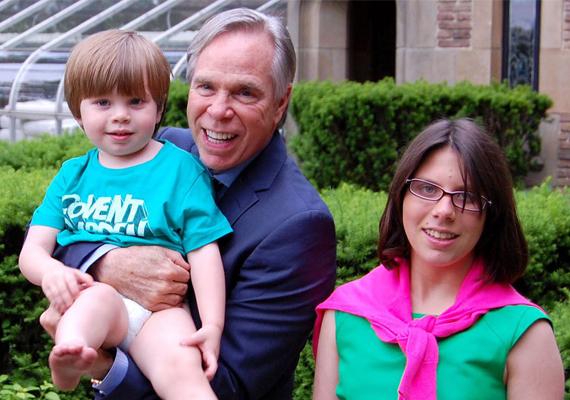 Tommy Hilfiger divattervező 2011-ben vallotta be a nagynyilvánosság előtt, hogy mindkét lánya küzd az autizmussal. Akkor azt nyilatkozta, büszke extrém okos lányaira, akik már egy speciális iskolában tanulnak.