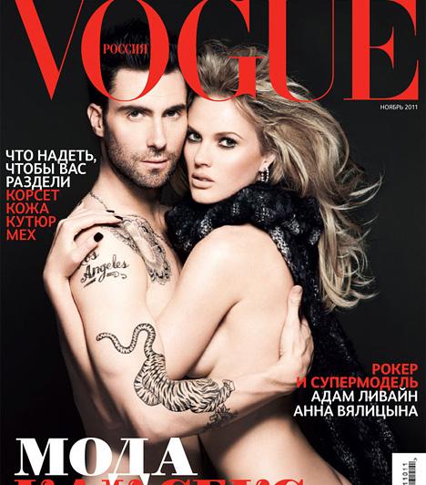 Adam Levine  Adam Levine, a Maroon 5 énekese az orosz Vogue kedvéért dobta le a ruháit 2011 októberében. A képeken modell barátnőjével, Anne Vyalitsynával pózol - a Victoria's Secret angyalával két év járás után, 2012-ben szakított.