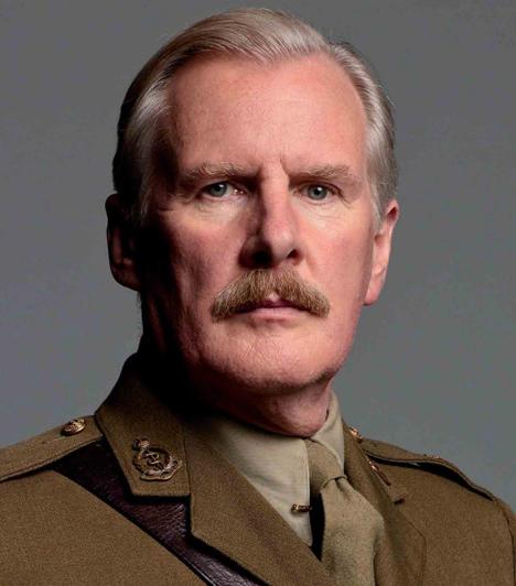 David Robb  A népszerű Downton Abbey sorozat Dr. Clarksonja, David Robb felesége, a szintén színész Briony McRoberts a metró elé vetette magát.