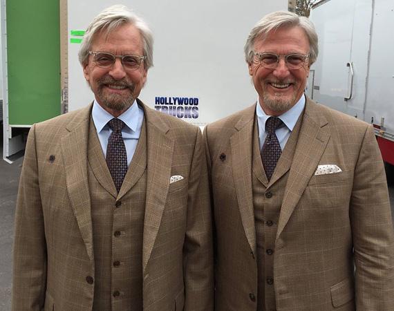 """Michael Douglas és Mike Runyard, akivel most legutóbb az Ant-Man forgatásán dolgozott együtt. A kommentelők rögtön ráugrottak a témára, és azon viccelődtek, vajon melyik is a színész. """"Hé Mike, elég öreg vagy már és nyúzott, de az a fickó ott jobb oldalon még mindig remekül néz ki... ööö várjunk csak... óó"""" - mókázott egy hozzászóló."""
