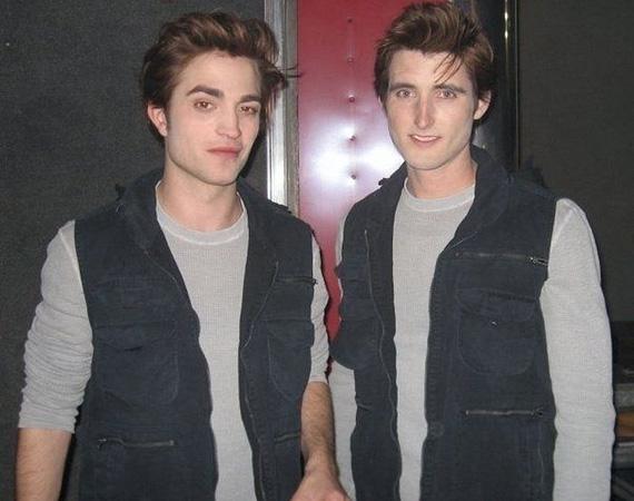 A veszélyesebb jelenetekben Paul Darnell ugrott be Robert Pattinson helyett az Alkonyat-filmekben, a fotó 2008-ban készült kettejükről.