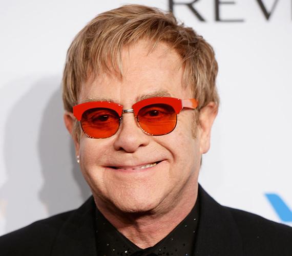 A Bluesology nevű zenekar szaxofonosai, Elton Dean és Long John Baldry olyan mély benyomást tettek Reginald Kenneth Dwightra, hogy az a nevét Elton Johnra módosította tisztelete jeléül.