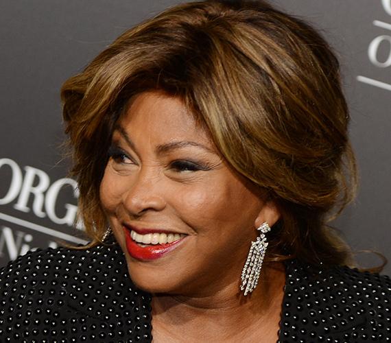 Hiába volt Anna Mae Bullock hangja felejthetetlen, valami olyan névre vágyott, ami jobban kifejezi önállóságát Ike Turner zenekarában. Így jött a Tina Turner, amely rímelt az akkor futó TV-show főszereplőjének, Sheenának a nevére.