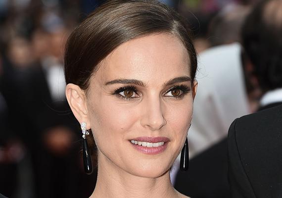 Natalie Portman sem pusztán egy helyes pofi, a színésznő a Harvardon tanult, több nyelven beszél folyékonyan, köztük héberül is. IQ-ja szintén 140-es.