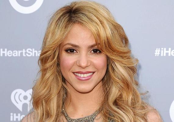 Shakira 2013-ban került fel a Mensa International listájára, ugyanis a kolumbiai énekesnő IQ-ja 140-es. Shakira tökéletesen beszél spanyolul, angolul és portugálul, emellett a francia, az olasz, a katalán és az arab nyelvet is használja.