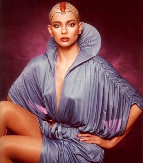 Persis Khambatta  A modellből lett bollywoodi színésznőt a Star Trek pilótájaként, Ilia szerepében láthatták kopaszon a nézők.