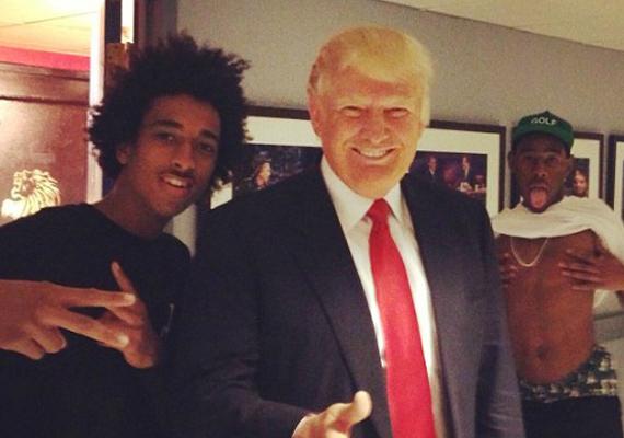 Donald Trump mögött is érdekes jelenet zajlott.