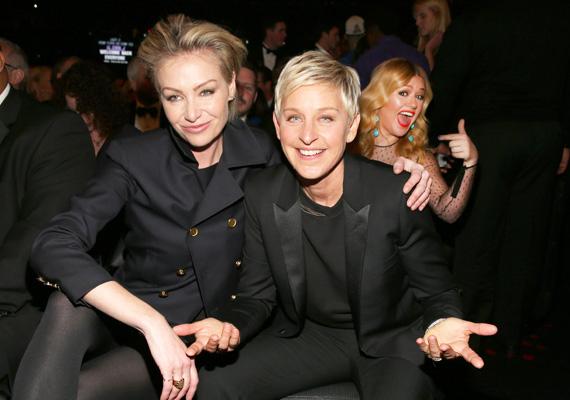 Kelly Clarkson Ellen DeGeneres képébe nyúlt bele.