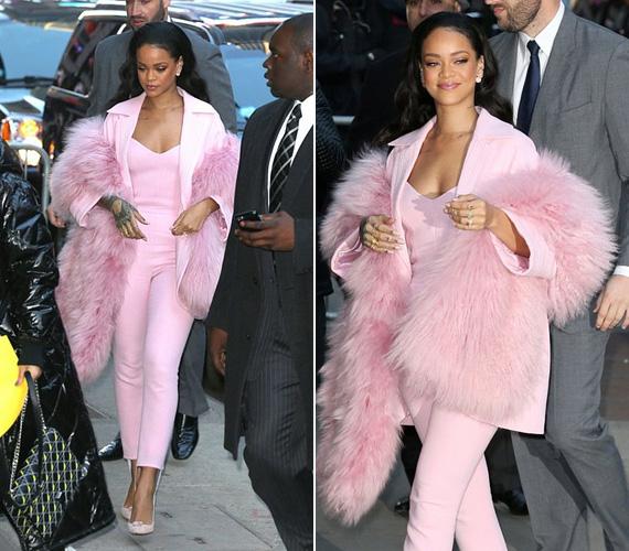 Minden szem Rihannára szegeződött, amikor pénteken megjelent a Good Morning America show felvételén New Yorkban, a pink szettet Pascal Millet álmodta meg.