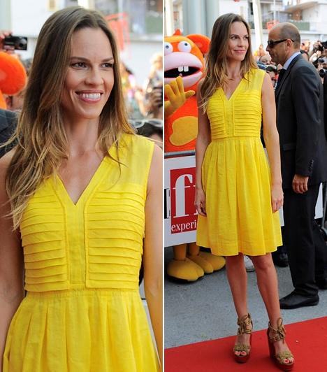 Hilary Swank                         Az Oscar-díjas színésznő a napfényes Olaszországban járt a nyáron a 2011-es Giffoni Film Festival díszvendégeként. A Valle Pianában rendezett gála vörös szőnyegén egy citromsárga Isobel-ruhában vonult fel, megjelenése egyszerre volt nyáriasan üde és kislányosan szexis.