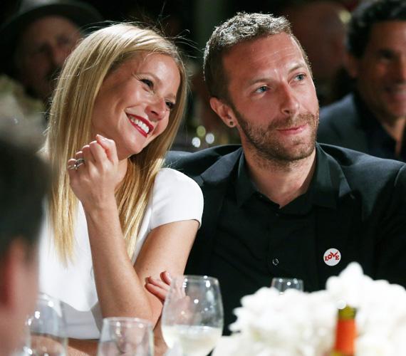 Gwyneth Paltrow márciusban a honlapján jelentette be, hogy válik Chris Martintól.A 41 éves színésznő azt is bevallotta, már egy éve próbálkoznak megmenteni a házasságukat, de amikor rájöttek, hogy nincs mit tenni, akkor a tudatos elválás módszert kezdték használni, hogy legalább két gyereküknek ne legyen akkora megrázkódtatás.