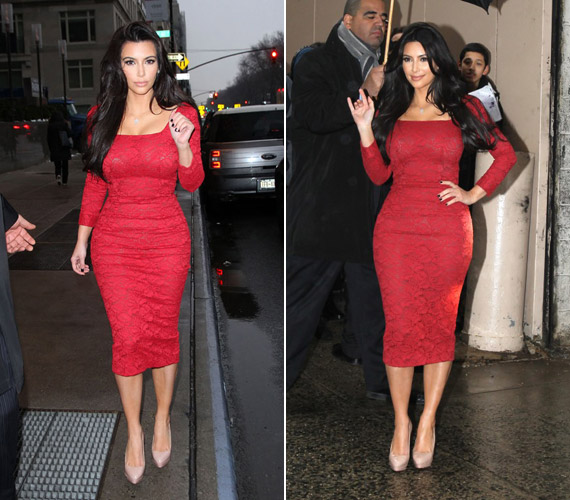 Kim Kardashian testhezálló L'Wren Scott-féle csipkében.