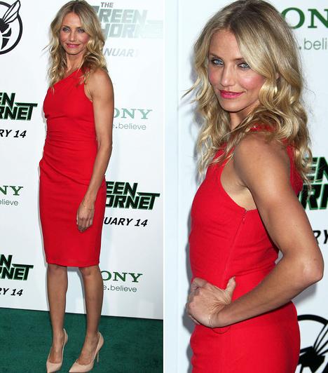 Cameron Diaz                         Cameron Diaz az utóbbi időben annyira kigyúrta a testét, hogy sokkal jobban mutat felöltözve, mint bikiniben - már legalábbis, ami a nőiességet illeti. A Zöld darázs bemutatóján viselt egyszerű, ámde karcsú alakját tökéletesen kiemelő piros ruhában hihetetlenül dögös.                         Kapcsolódó cikk:                         Cameron Diaz felöltözve szexisebb, mint bikiniben »