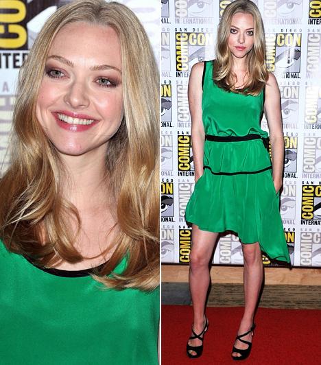 Amanda Seyfried  A fiatal, szőke színésznő a 2011-es Comic Con bemutatóra ment zöldben, az aszimmetrikus szabású, könnyed, fodros Prabal Gurung-ruha jól illett a sztár kislányos külsejéhez. A Hilton Bayfront Hotelben rendezett vörös szőnyeges fotózásra Seyfried a színész-énekes Justin Timberlake-kel érkezett, akivel a Lopott idő című sci-fi-thrillerben dolgozott együtt.