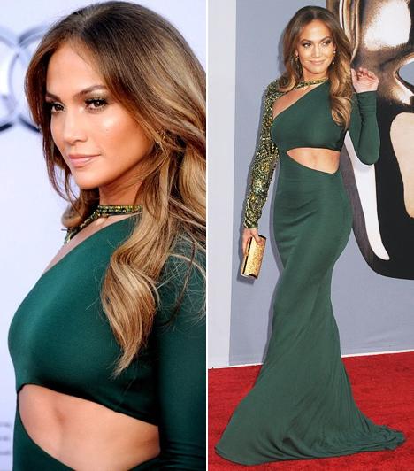 Jennifer Lopez  A dögös énekes-színésznő sose félt a bevállaós, sokat mutató ruhadaraboktól. Ez a rafináltan hasított Emilio Pucci-estélyi is egy a sok közül, mellyel Lopez feltűnést keltett. A sötétzöld, testhez álló estélyit a 2011-es BAFTA Brits to Watch elnevezésű gálán viselte.  Kapcsolódó cikk: Nem fogta vissza magát! Jennifer Lopez bikinis partival ünnepelte 42. szülinapját »