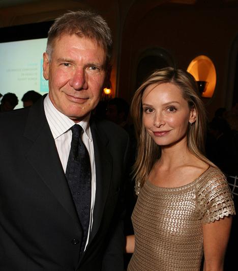 Calista Flockhart és Harrison Ford                         Harrison Ford mindig is titokban tartotta magánéletét. Nem véletlen, hogy azt sem lehet pontosan tudni, mióta él együtt Calista Flockharttal - egyesek 2002-re datálják kapcsolatuk kezdetét. Mindenesetre egy biztos: 2010 nyarán házasodtak össze, Új-Mexikóban.