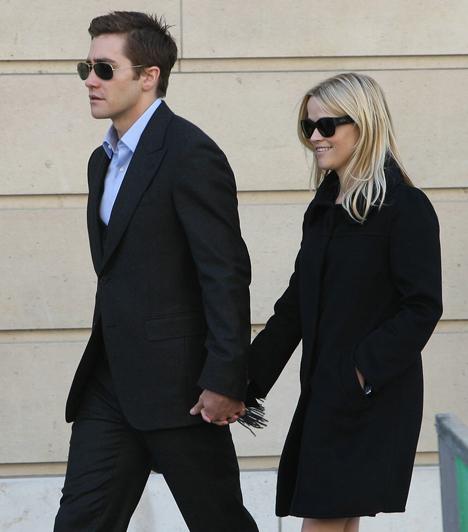Reese Witherspoon és Jake Gyllenhaal  A két sztár a Kiadatás című politikai thriller forgatásán melegedett össze, és sokáig titokban tartották viszonyukat. Ám hiába barátkozott össze Jake a színésznő gyerekeivel is, 2009 novemberében szakítottak.