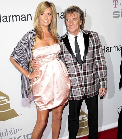 Rod Stewart és Penny Lancaster                         Az örökifjú rocker és az Ultimo egykori fehérneműmodellje - aki egyébként 26 évvel fiatalabb nála - 2007-ben házasodtak össze. Ám ekkor már megvolt a fiuk, Alaister Wallace ugyanis 2005 novemberében született, majd 2011-ben második közös gyerekük is a világra jött.
