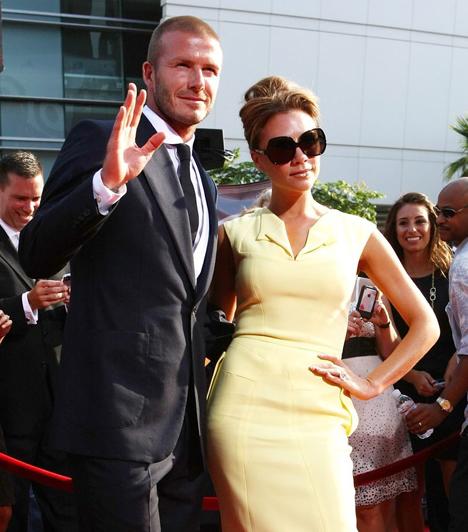 Victoria Adams és David Beckham  Az egykori Spice Girl 1997-ben egy karitatív focimeccs után csapott le a sármos focistára, két évvel később pedig össze is házasodtak. Az évek során három fiuk és egy kislányuk született.
