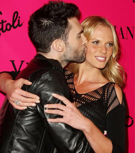 Adam Levine és Anne Vyalitsyna  A Maroon 5 szexi énekese és a dögös szupermodell 2010 elején találkoztak egy a Sports Illustrated magazin által szervezett bikinis bemutatón, ahol az együttes is fellépett. Kapcsolatuknak 2012 áprilisában vetettek véget, ám állításuk szerint továbbra is barátok maradtak.