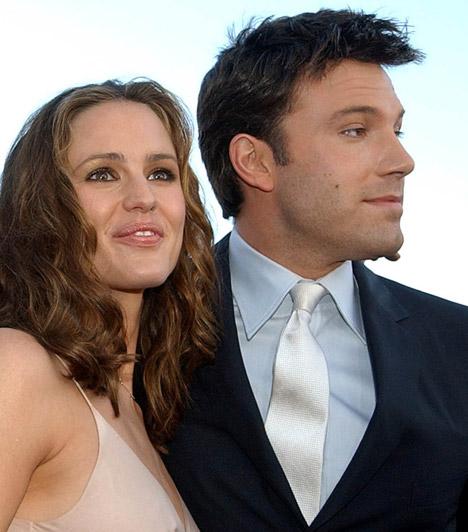 Jennifer Garner és Ben Affleck  A két sztár 2002-ben találkozott először közös filmjük, a Daredevil forgatásán, ám csak 2004-ben jöttek össze. Esküvőjüket 2005-ben tartották, és azóta harmadik gyermeküket várják.  Kapcsolódó cikk: Várandósan szexisebb? Jennifer Garner pink miniruhában ment a gálára »