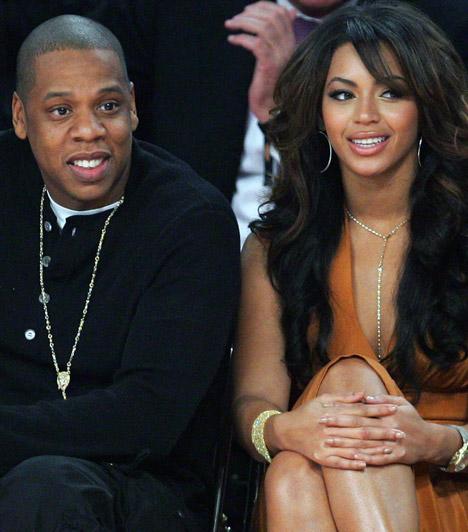 Beyoncé és Jay-Z  A világ egyik legbefolyásosabb sztárpárja hosszú kapcsolat után döntött a házasság mellett: 2002-ben ismerkedtek meg, 2008-ban keltek egybe, első gyermekük, Blue Ivy 2012 januárjában jött a világra.  Kapcsolódó cikk: Csak egy hónapja szült! Beyoncé szűk, vörös ruhában ment a koncertre »