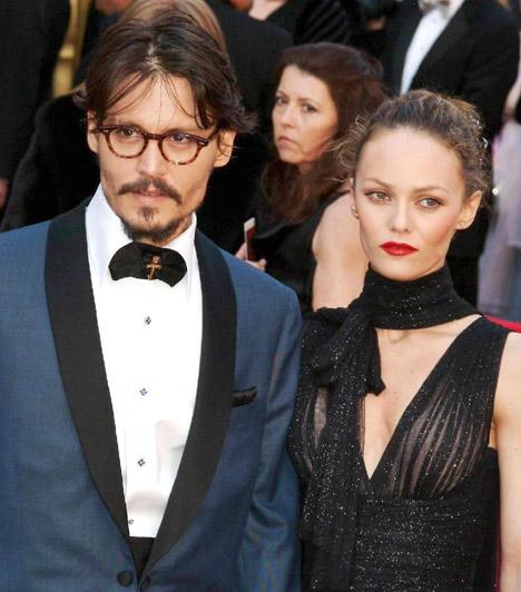 Vanessa Paradis és Johnny Depp  Hollywood egyik legirigyeltebb sztárpárja 1998-ban ismerkedett meg, a The Ninth Gate című mozi forgatásán. Lányuk, Lily Rose 1999-ben született, fiuk, John Christopher pedig 2002-ben. Bár a pár szerelme sok évet túlélt, 2011 végén az a pletyka járta róluk, hogy kapcsolatuk válságba jutott.