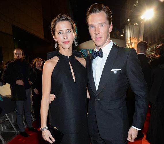 Benedict Cumberbatch, akit a Kódjátszma révén jelöltek a BAFTA díjára, várandós menyasszonyával, Sophie Hunterrel érkezett, és láthatóan összeöltöztek a vörös szőnyegre. Az angol színész korábban azt nyilatkozta, még a baba előtt szeretnének összeházasodni, de megvárják az év eleji díjátadós gálaidőszak végét.