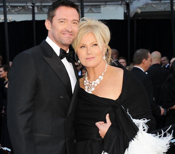 Hugh Jackman körül foroghatnak a szebbnél szebb nők, ő kitart felesége, Deborra Lee Furness mellett. A 46 éves színész és 58 éves kedvese még 1996-ban házasodtak össze, szerettek volna közös gyermeket is, de az asszony kétszer elvetélt. Így az adoptálás mellett döntöttek, egy kislányt és egy kisfiút fogadtak örökbe.