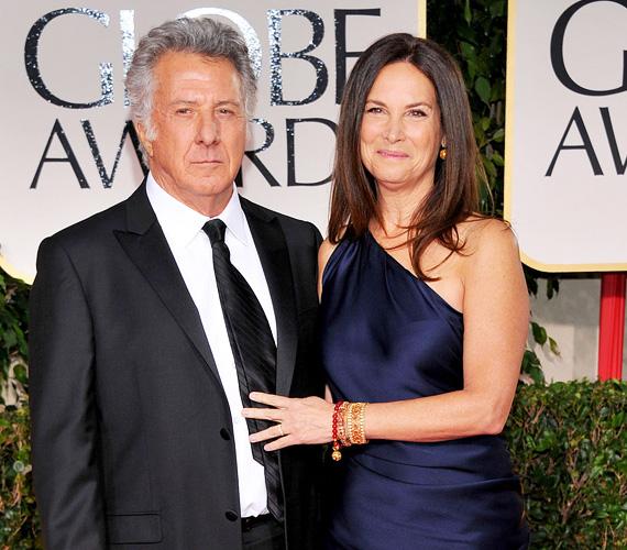 Dustin Hoffman 1980-ban vált el első feleségétől, és még ugyanabban az évben újraházasodott: Lisa Gottsegent vette el, aki 17 évvel fiatalabb nála. A párnak négy közös gyermeke van, a színésznek további kettő, az első feleségétől.