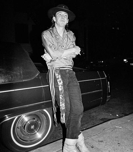 Stevie Ray Vaughan  Az egyik leghíresebb blues gitáros 1990. augusztus 27-én az In Step turnéja következő állomására akart eljutni. A helikopter azonban a sofőr hibájából egy dombnak csapódott a ködben, a 35 éves zenész és a többi utas pedig azonnal életét vesztette.