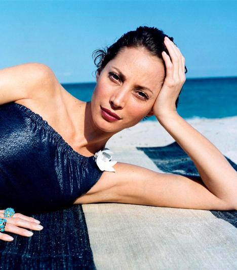 Christy Turlington  Az amerikai modellt tinédzserkorában lovaglás közben fedezték fel Miamiban. Számos divatmárkát népszerűsített pályafutása során, 1987 és 2007 között a Calvin Klein termékeinek reklámarca volt.