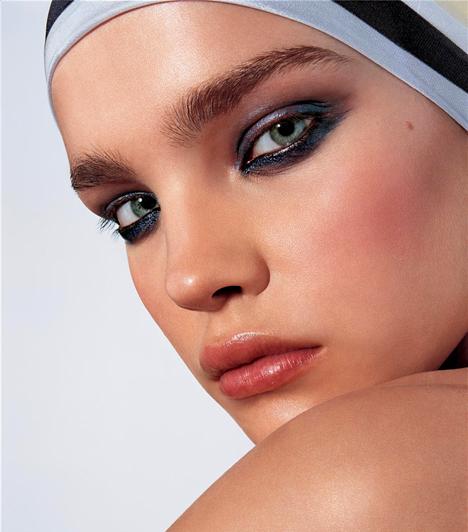Natalia Vodianova  Az orosz modell nagy szegénységből érkezett a divatvilágba, miután 15 évesen felvételt nyert egy modellakadémiára. Azóta a fiatal modell-generáció egyik legsikeresebb személyisége. Három gyermeket nevel brit milliárdos férjével, Justin Trevor Berkeley Portmannel.