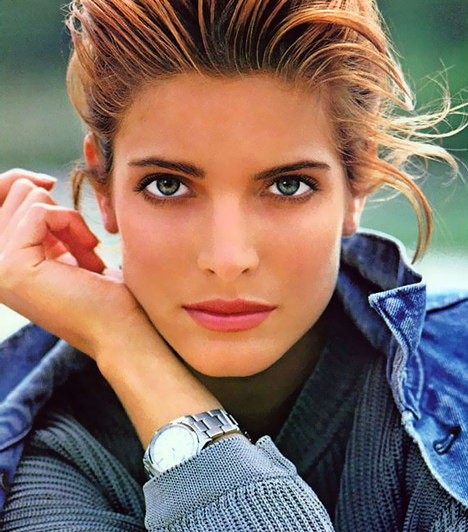 Stephanie Seymour  Az 1968-ban született szépséget 14 éves korában fedezték fel, azóta pedig olyan világhírű divatfotósok kamerája előtt pózolt, mint Herb Ritts, Richard Avedon, Gilles Bensimon és Mario Testino. Emellett szerepelt a Vogue és a Sports Illustrated címlapján, és két alkalommal vetkőzött le a Playboy kedvéért.