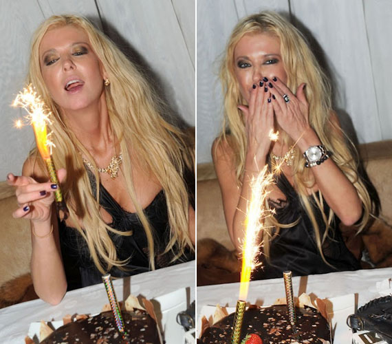 Úgy tűnik, különös vonzódást mutat a tortákba szúrható tűzijátékok iránt.