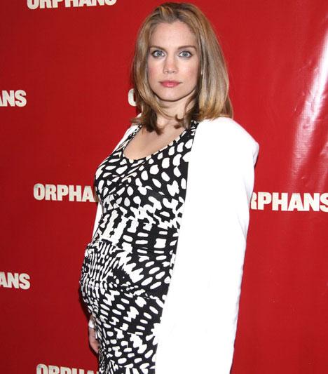 Anna ChlumskyA My Girl egykori bájos gyereksztárja áprilisban egy filmpremieren babapocakját kihangsúlyozva adta a világ tudtára: babát vár. Penelope Joan So júliusban született meg.Kapcsolódó cikk:A My Girl sztárja első gyermekével terhes »