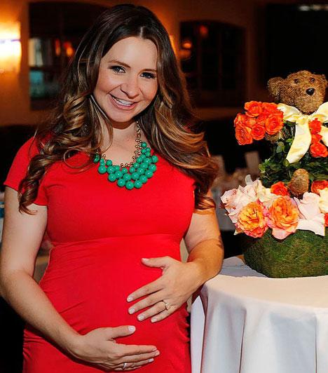 Beverley Mitchell  A 11 évadot megért amerikai sorozattal, a Hetedik mennyországgal ismertté vált színésznő március 28-án hozta világra első gyermekét, Kenzie Lynne Cameront.  Kapcsolódó cikk: Már nem rejtegeti babapocakját »