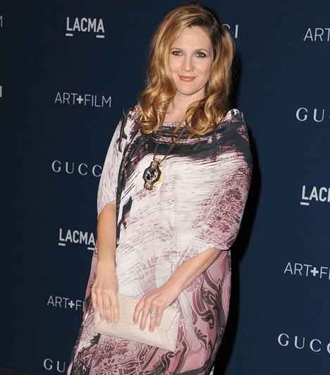 Drew BarrymoreAz amerikai színésznő 2012 júniusában férjhez ment, az év augusztusának végén pedig világra hozta első gyermekét, Olive-ot. 2013 novemberében a LACMA-gálán ismerte el, hogy a pletykák igazak, ismét várandós.