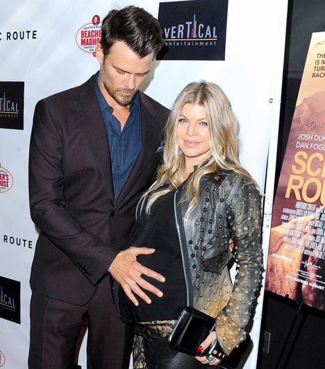 Fergie  Az amerikai énekesnő és színész férje, Josh Duhamel egy kisfiút tarthatott karjaiba a szülőszobában augusztus 29-én. A baba az Axl Jack Duhamel nevet kapta.  Kapcsolódó cikk Várandósan is tűsarkút húzott a népszerű énekesnő »