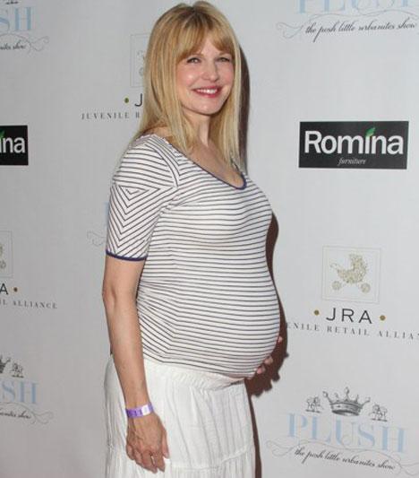Kathryn Morris  A Döglött akták című sorozat sztárja 44 évesen lett először anya: ikerfiai, Jameson és Rocco augusztus 21-én jöttek világra.  Kapcsolódó cikk: 44 évesen lett először anya »